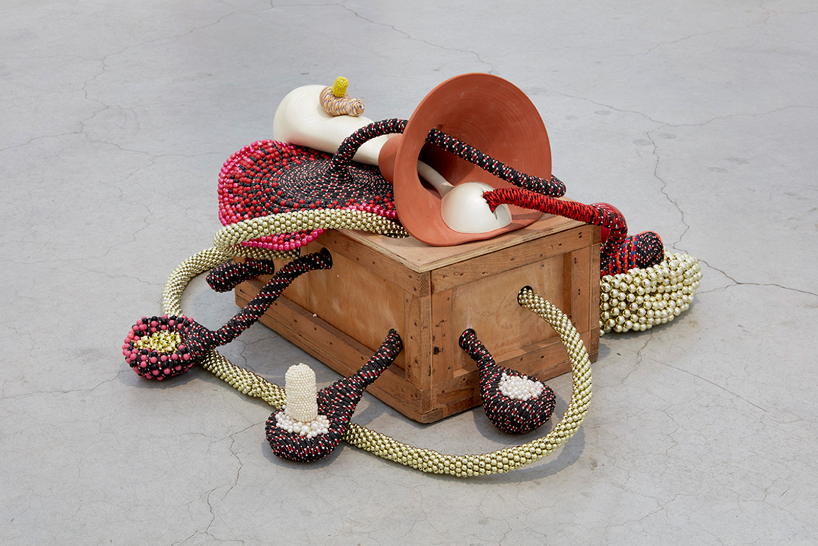 SUTURES Untitled 2015 Ropes, beads, ceramic, wood, fiberglass and resin 27.5 x 29.125 x 24.375 in (69.9 x 74 x 61.9 cm) Courtesy of Sikkema Jenkins & Co., New York 2018 Marc Straus Gallery