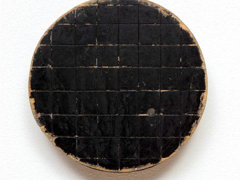 Round Black Grid