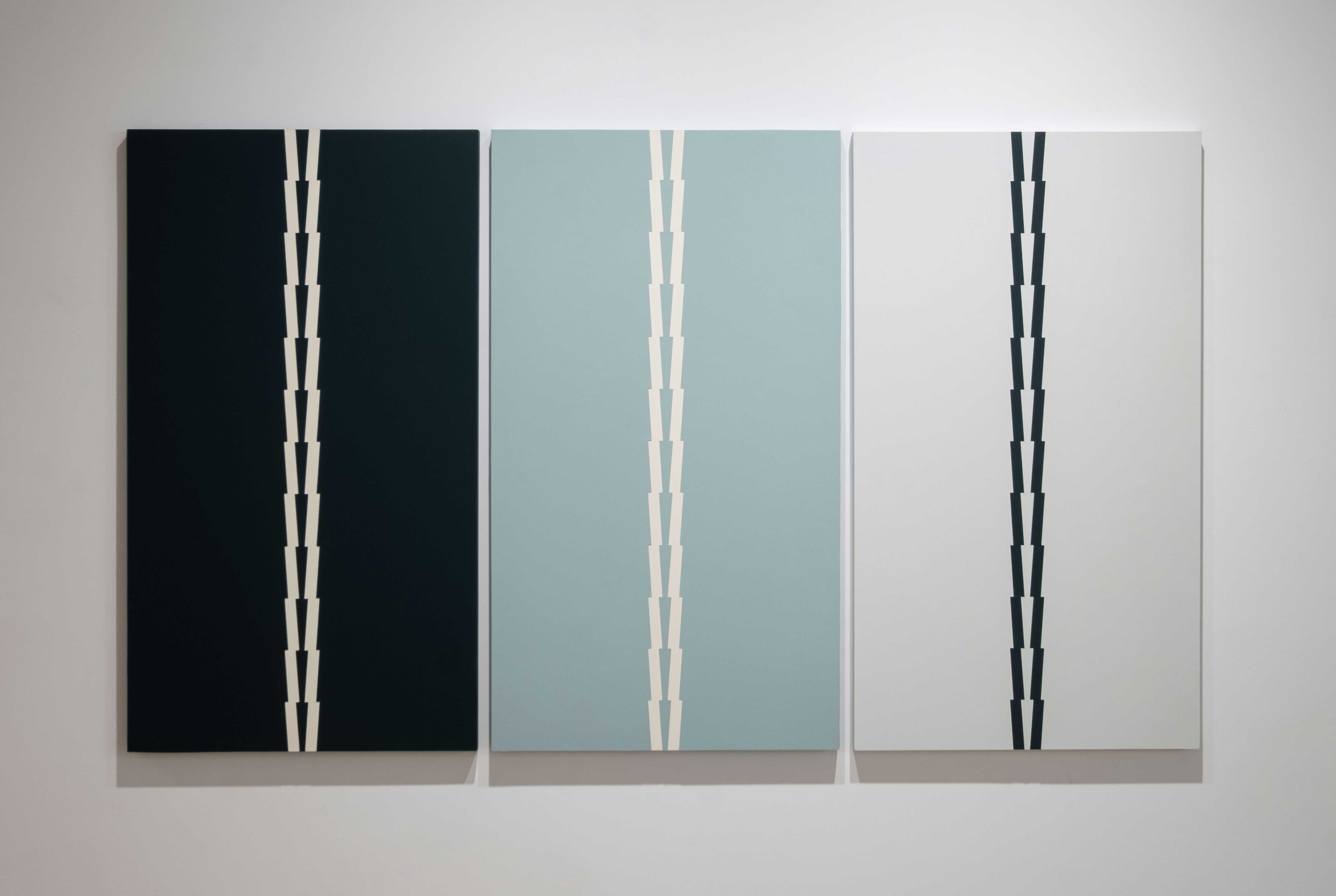 Tess Jaray 2015 Oil on board 35.5 x 60 inches (89.9 x 152.4 cm) 2019 Marc Straus Gallery